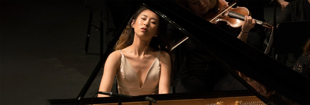 Sophia Su playing the Piano